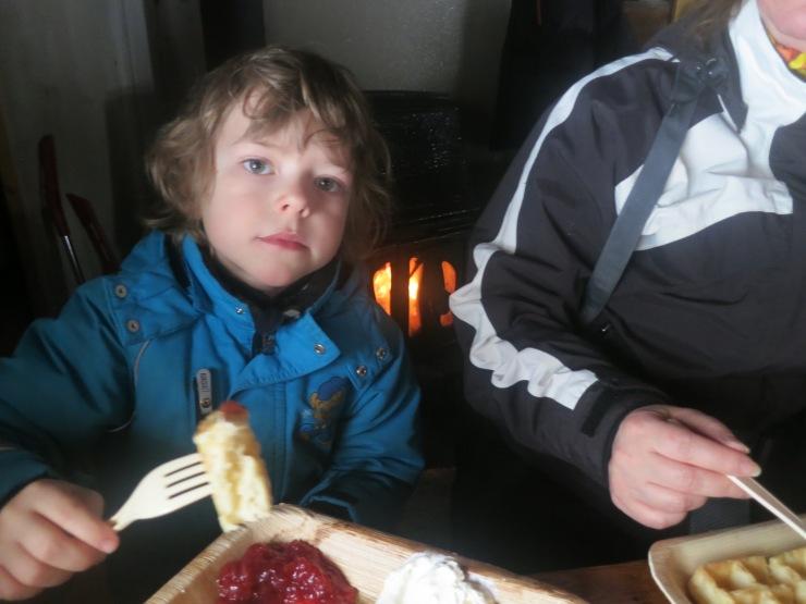 Våfflor, café, fäbodcafé, servering, Lindalens Fäbod, Kalven runt, Jonas i Sälen